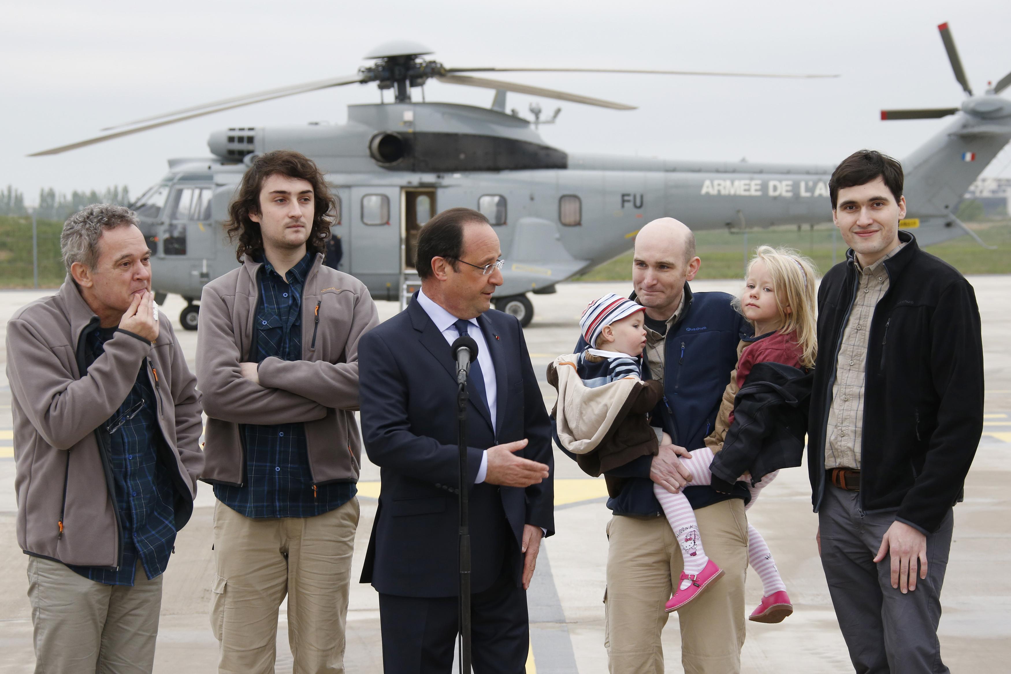 Left to right: Didier Francois, Edouard Elias, then-president of France Francois Hollande, Nicolas Henin and Pierre Torres. (REUTERS)